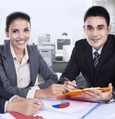 financial_services male_and_female_fiancial_helpers